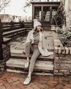 Photo shared by Lindsey Lutz | Life Lutzurious on December 03, 2020 tagging @abercrombie, @haveawesleyday, @jeffreydungan, and @goldengoose. May be an image of 1 person, headscarf, outerwear and brick wall. Loungewear Outfits, Athleisure Outfits, Loungewear Set, Spring Fashion Outfits, Spring Fashion Trends, Stylish Coat, Stylish Outfits, Mom Style, Everyday Fashion