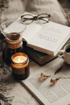 Cozy Aesthetic, Autumn Aesthetic, Aesthetic Vintage, Still Life Photography, Book Photography, Book Wallpaper, Photo Candles, My Sun And Stars, Autumn Cozy