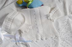 CONJUNTO BEBÉ Knitting For Kids, Baby Knitting, Baby Pullover, Baby Socks, Baby Sweaters, Baby Patterns, Knitted Hats, Knit Crochet, Wool