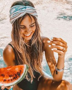Easy Hairstyles: 22 Looks You'll Love For Summer - New Medium Hairstyles Second Day Hairstyles, Easy Hairstyles, Medium Hairstyles, Summer Hairstyles, Latest Hairstyles, Wedding Hairstyles, Summer Feeling, Summer Vibes, Foto Casual