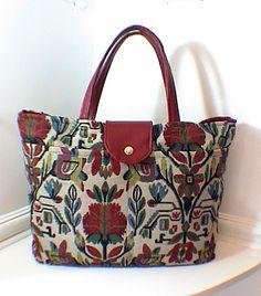 Sac cabas pratique tissu motif floral stylisé : Sacs à main par josephinemarie