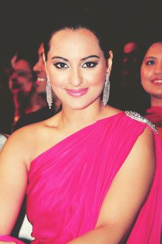 Think Pink! Sonakshi Sinha #Bollywood