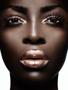 If you're lost on where to find the best metallic makeup, don't fret. Read on to see some of our favorite metallic makeup trends for your face, eyes and lips. Beauty Make Up, Hair Beauty, Metallic Makeup, Gold Makeup, Metallic Outfits, Metallic Gold, Metallic Eyeshadow, Copper Eyeshadow, Bronze Makeup