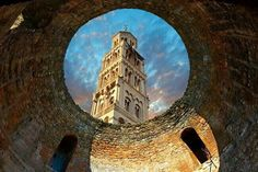 Bell tower of the Cathedral of St Doimus dedicated to the Virgin mary from inside a round Roman gate building. A UNESCO World Heritage Site Europe Travel Tips, Travel 2017, Split Croatia, Central Europe, Wonderful Places, Amazing Places, Countries Of The World, Natural Wonders, Cathedral