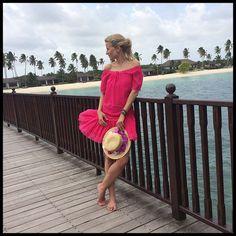 Para estos viajes, este tipo de vestidos resulta perfecto. Aquí llevo uno de Charo Ruiz Ibiza, canotier de Macahe y flor de OntopBarcelona.