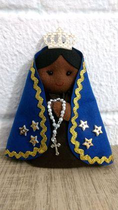 Mother Mary Pictures, Felt Ornaments, Christmas Ornaments, Felt Sheets, Felt Toys, Felt Crafts, Winter Hats, Santa, Dolls