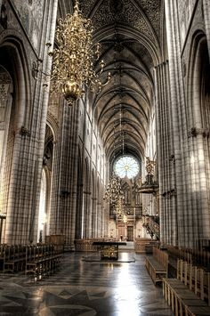 Uppsala Cathedral central nave. Sweden  Nave central de la catedral de Uppsala. Central.