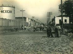 Rua do Bosque (1940) - Obras de pavimentação da Rua do Bosque, no bairro da Barra Funda.