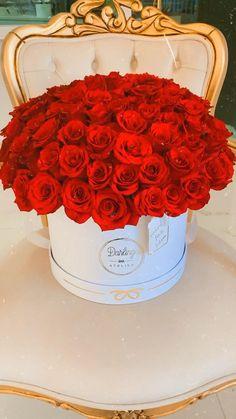 Flower Boxes, Diy Flowers, Parisian Cake, Million Roses, Box Roses, Bmw Series, Flower Aesthetic, Baby Art, Flower Designs