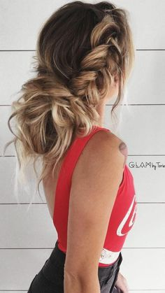 Babe @glambytoriebliss rocking this GORGEOUS hairstyle with her Seamless Blonde Balayage @luxyhair extensions clipped in Absolutely love the highlights effect!
