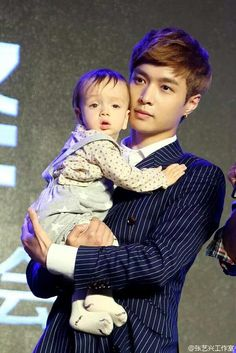 Yixing with a baby.I think I just died a little Sehun And Luhan, Yixing Exo, Exo Korean, Kim Junmyeon, Chinese Boy, South Korean Boy Band, Boyfriend Material, Beautiful Babies, Baby Pictures