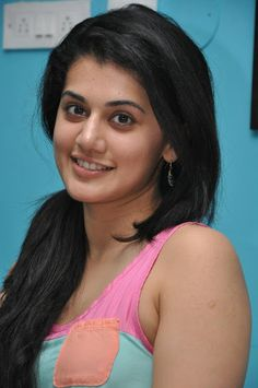http://www.galaxypicture.com/2017/01/taapsee-pannuhd-wall-papers-and-pictures.html