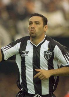 """Hoje técnico, Guilherme diz que baladas reduziram carreira: """"não me cuidei"""" - Futebol - UOL Esporte"""