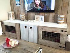 TV-meubel met hondenbenches