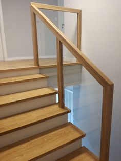 Blog MojaBudowa.pl Dom Z219 buduje rodrigog2 - internetowy dziennik budowy, katalog firm budowlanych Stair Railing Design, Stair Decor, Interior Stairs, Home Interior Design, Metal Barn Homes, Flooring For Stairs, Building Stairs, Glass Stairs, Wood Staircase