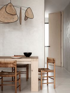 Explore a Wabi Sabi inspired apartment renovation by Madrid-based practice OOAA Arquitectura in their buzzing city centre. Apartment Renovation, Apartment Interior, Estilo Interior, Interior Styling, Room Inspiration, Interior Inspiration, Slow Design, Interior Minimalista, Minimalist Interior
