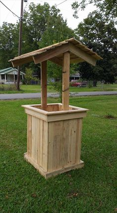 Repurposed pallet wooden well house