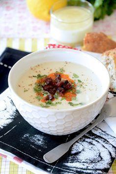 Soupe de Céleri Rave au Chorizo / 1 boule de céleri rave - 1 gros oignon - 2 pommes de terre - sel et poivre - 1 bouillon cube - 1 petit chorizo (fort) - 3 CS de crème fraîche
