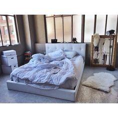 okay dream room Dream Rooms, Dream Bedroom, Home Bedroom, Bedroom Decor, Bedrooms, Messy Bedroom, Bedroom Setup, Mirror Bedroom, Bedroom Loft