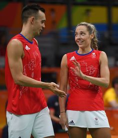Les high-five de Gabby et Chris Adcock, un couple britannique qui joue en double…