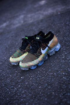 Multicolor Flyknit, Air Max Day, Sneaker Bar, Nike Free Runners, Nike Free Shoes, Running Shoes Nike, Nike Shoes, Nike Basketball Shoes, Fashion Models