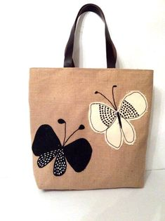 COLLECTION : ITEM : Black and white butterflies Apopsis beach bags are an essential accessory that accompagnies you during summer vacations, beach time. The perfect companion for a city walk, large enough to hold all your summer essentials, sunglasses, Estilo Boho Chic, Jute Tote Bags, Summer Tote Bags, Bohemian Chic Fashion, Boho Style, Hand Applique, Patchwork Bags, Crazy Patchwork, Patchwork Designs