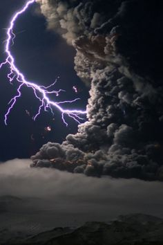Photography - Lightning Wallpapers and Backgrounds Beautiful Sky, Beautiful World, Beautiful Images, Cool Pictures, Cool Photos, Amazing Photos, Thunder And Lightning, Lightning Storms, Lightning Photos