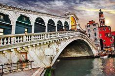 Rialto Bridge in Venice... #italy #travel www.culturalitaly.com
