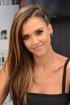 Alba showed off a faux undercut at the Comic-Con International panel, and looked trendy and cool without all the commitment to a shaved undercut. #JessicaAlba #Hairstyles