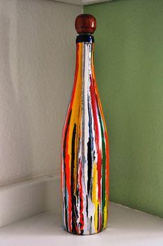 Reciclagem de garrafa e que pode ser utilizada para decoração ou para servir qualquer bebida, acompanha tampa artesanal em madeira com rolha. R$32,00
