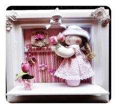 Quadro enfeite porta maternidade bebe decoração com boneca de pano estilo camponesa ,com miniaturas de tulipas de tecido.r Personalizamos com o nome do seu bebe e a cor da decoração do quarto. R$ 290,00
