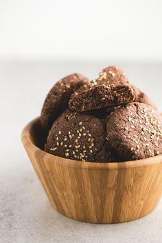 Cómo hacer polvorones de chocolate veganos y sin gluten | Los polvorones son una receta típica de navidad y también se puede hacer una versión saludable, vegana y sin gluten. ¡Están incluso más ricos!