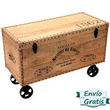 Resultado de imagen para como hacer un baules rusticos Building Furniture, Furniture Projects, Wood Projects, Painted Furniture, Muebles Shabby Chic, Vintage Suitcases, Wooden Chest, Diy Tools, Wood Design