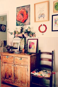Entpink  Love the Mix here on Nest Decorating @http://nestdecorating.typepad.com/nest_decorating_designs/our_house/#