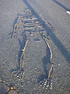 This post includes eleven amazing & creative skeleton activities for preschool kids. These activities are perfect for a fall, halloween, or human body unit. Eyfs Activities, Outdoor Activities, Activities For Kids, Autumn Activities, Science Activities, Outdoor Education, Outdoor Learning, Physical Education, Early Education