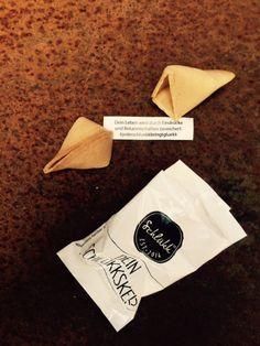 Neue Bekanntschaften freuen uns immer! #jederschluekkbringtgluekk #schluekk #schorle #bio #vegan #glückskeks