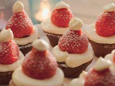 Kerstmutsjes van aardbei en chocolade - Libelle Lekker!