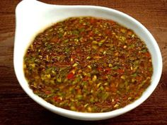 Salsa chimichurri: Esta salsa tiene la cualidad de realzar el sabor de la carne y se considera que ha contribuido a la fama internacional del asado argentino.