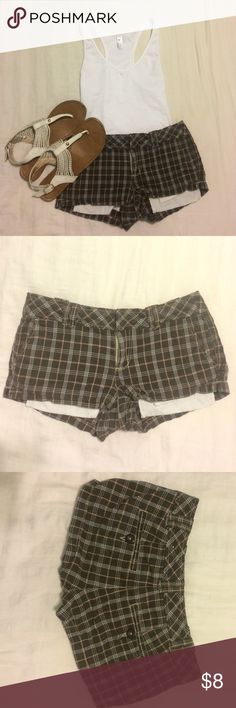 Aeropostale plaid shorts 0 Super cute plaid shorts! Brown, tan and white. Pair these shorts with a tank and you're all set! Price is negotiable :) Aeropostale Shorts