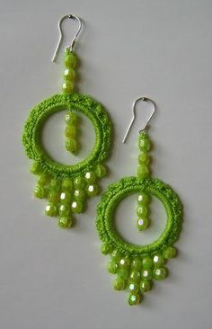 This Pin was discovered by Mar Bracelet Crochet, Crochet Rings, Bead Crochet, Crochet Motif, Crochet Flowers, Crochet Jewelry Patterns, Crochet Earrings Pattern, Crochet Accessories, Diy Earrings