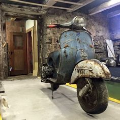 ✸This Old Stomping Ground✸: Photo Vintage Vespa, Vintage Bikes, Vintage Motorcycles, Piaggio Vespa, Lambretta Scooter, Scooter Motorcycle, Triumph Motorcycles, Vespa Motor Scooters, Fiat 500