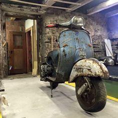 ✸This Old Stomping Ground✸: Photo Vintage Vespa, Vintage Bikes, Vintage Motorcycles, Piaggio Vespa, Lambretta Scooter, Scooter Motorcycle, Vespa Girl, Scooter Girl, Triumph Motorcycles