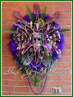 **SOLD**, but you canCUSTOM ORDER a similar wreath for$299.99! **This breathtaking showstopper features a FANTASTIC 24″ velvet and sequin purple female Venetian Jester mask, 65 gram feather…