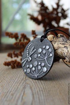 Купить Кулон из полимерной глины Стрекоза - серебряный, юлия жарова, браслет с цветами, Украшения цветы