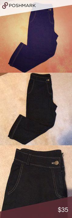 CYNTHIA MAX Cropped Jean Pants CYNTHIA MAX Cropped Jean Pants - Cropped Pants  - Light weight jeans- cotton/rayon blend  - Black color with back pockets - Gently worn Cynthia Max Jeans Ankle & Cropped