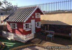 Resultado de la instalación por los propios clientes de una casesta de madera infantil Tom  en Las Palmas de Gran Canarias. Por lo que nos indica el Sr. Guerrero, sus nietos disfrutan de muchos ratos jugando e imaginando.