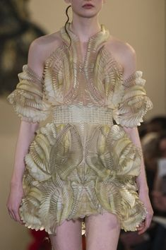 Iris Van Herpen at Couture Spring 2018 - Details Runway Photos Best Picture For Runway Fashion show For Your Taste You are looking for something, and it is going to tell you exactly what you are looki Couture Fashion, Runway Fashion, Fashion Art, Fashion Show, Vintage Fashion, Fashion Hacks, Crazy Outfits, Summer Fashion Outfits, Fashion Design Inspiration