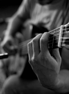 Plateia.co #ValoralaDiversidad #CreatividadsinLimites #PlateiaColombia #Artesescenicas #Performingarts #Musica #Music Musician's Touch . . . My Favorite!