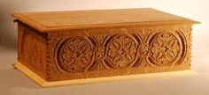 Recently I have returned to wood carving. A few years ago I joined a club in Burlington and found that I enjoyed carving, though I didn'. Antique Wooden Boxes, Wooden Jewelry Boxes, Wood Boxes, Woodworking Tutorials, Woodworking Box, Cremation Boxes, Machine Cnc, Funeral Caskets, Simple Wood Carving