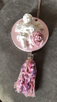 鮮やかなpink色の台座に仕上げ、モチーフに薔薇を添えて作りました Pendant Necklace, Jewelry, Fashion, Moda, Jewlery, Jewerly, Fashion Styles, Schmuck, Jewels